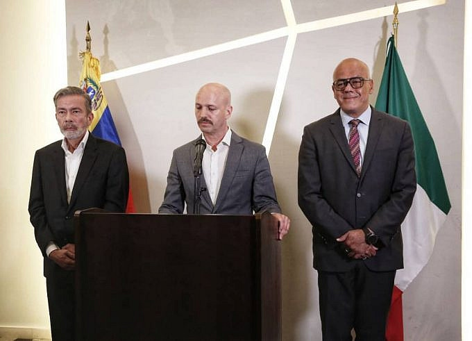 The delegation from the Venezuelan government failed to arrive on the first day of the scheduled negotiations in Mexico. (Alba Ciudad)