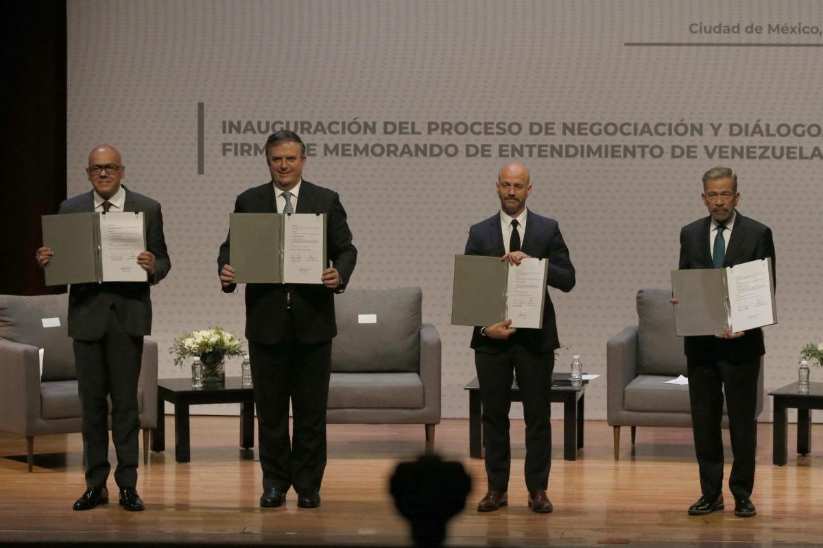 Venezuelan government and opposition representatives meet in Mexico. (AP / Marco Ugarte)