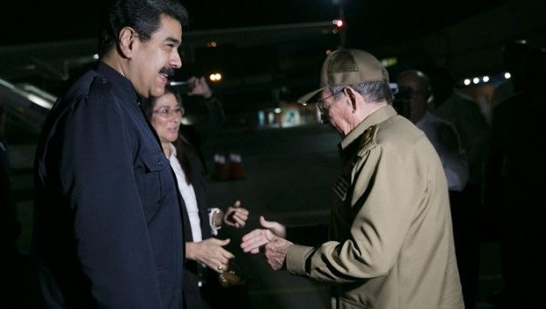 Cuban President Raul Castro greets Venezuelan President Nicolas Maduro in Havana. (Prensa Presidencial)