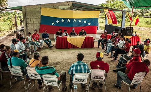 Commune activists meet in one of the working groups