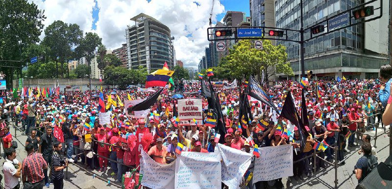 A host gathered at the end of the march (@GuarenasYMaduro / Twitter)