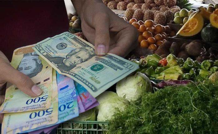 Dollar bills are increasingly common in the Venezuelan economy as a form of payment. (Supuesto Negado)