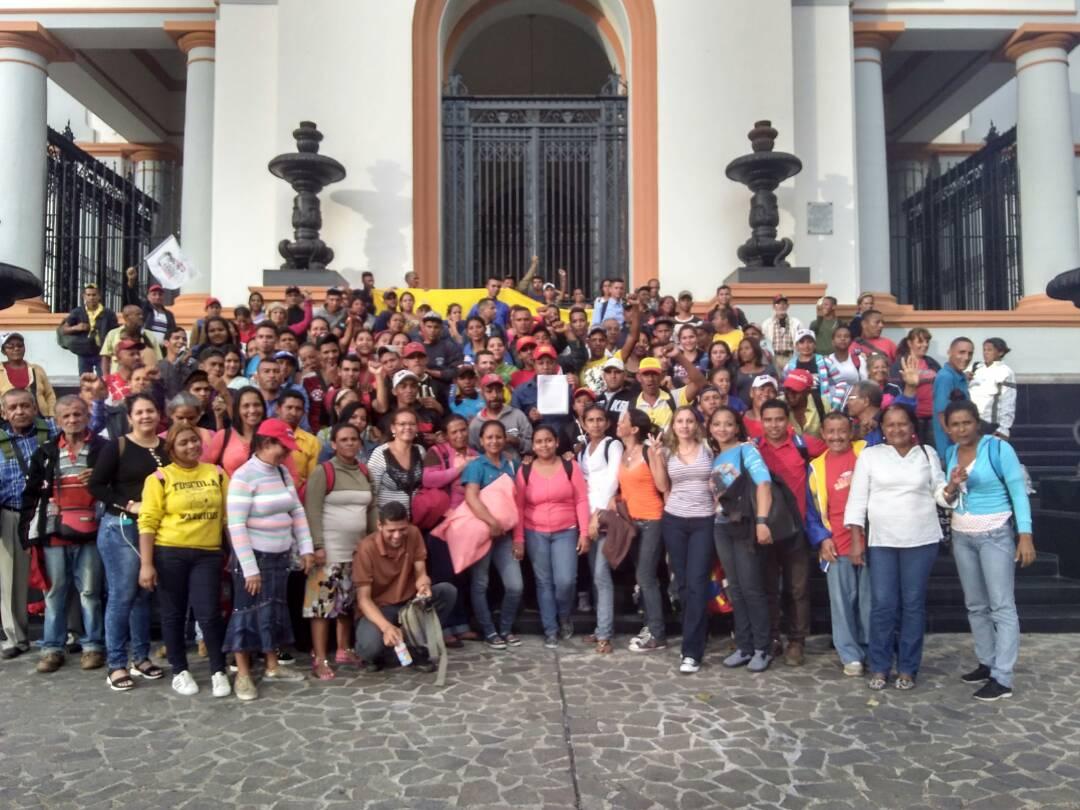 El Maizal communards and their supporters rally to demand the Venezuelan Supreme Court recognise Angel Prado as mayor of the Simon Planas municipality in Lara. (@ComunaElMaizal)