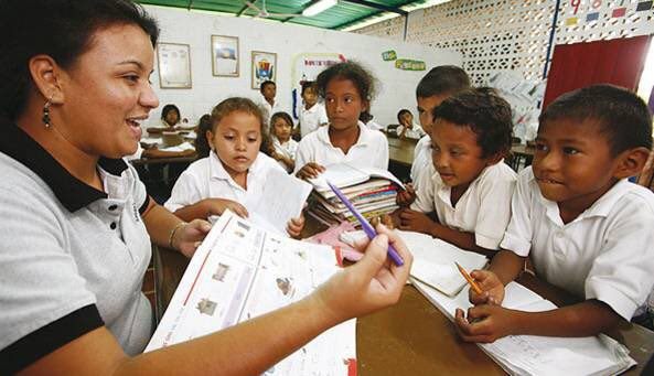 Venezuelan teachers are one of many public-sector areas which are seeing their wages more and more replaced by sporadic and uncertain bonuses. (Alba TV)