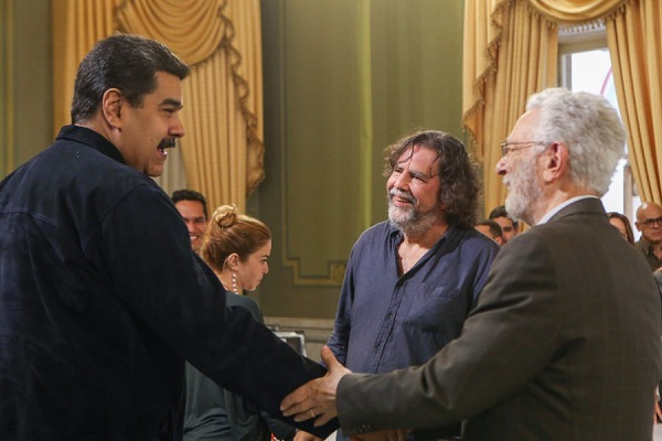 President Maduro met with speakers from the School of Decolonial Critical Thought on Wednesday, including Enrique Dussel (right) and Ramon Grosfoguel (second from right). (Presidential Press)