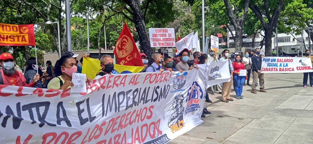 Venezuelan trade unions and leftist parties protest wealth inequality and low wages. (@APRCaracas / Twitter)