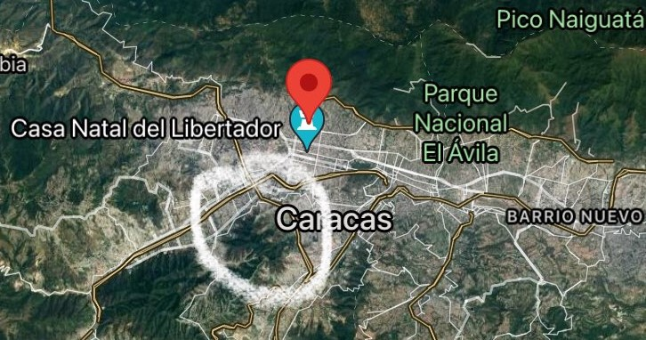 The Cota 905 district circled in white is in central Caracas. (@oskarjsf / Twitter)