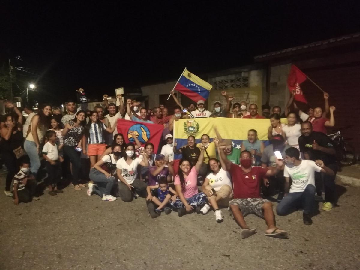 El Maizal communards celebrate Ángel Prado's victory in the PSUV primaries. (@VocesUrgentes / Twitter)