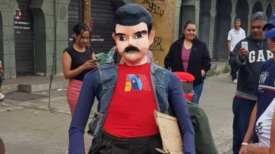 Others, however, chose to depict government leaders, including President Maduro here shown, as Judas. (@SoyDruiz / Twitter)