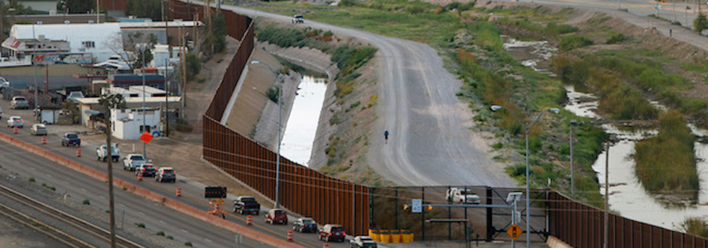 El Paso, on the Mexican-US border and equipped with Trump's wall, is preparing itself for the arrival of the multitude. (Archive)