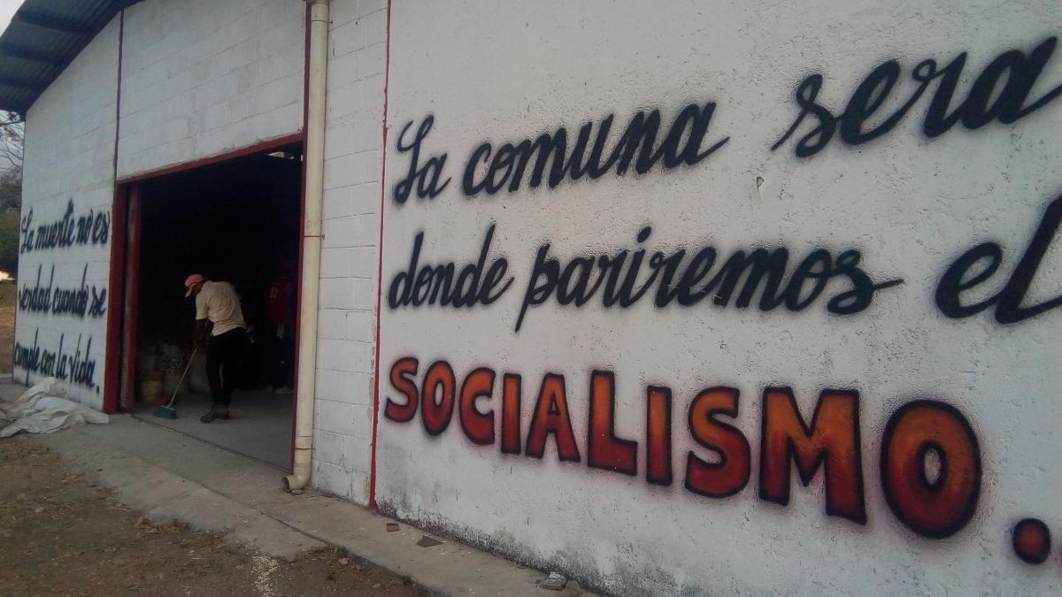 Mural in El Maizal Commune. (Jota, Terra TV)