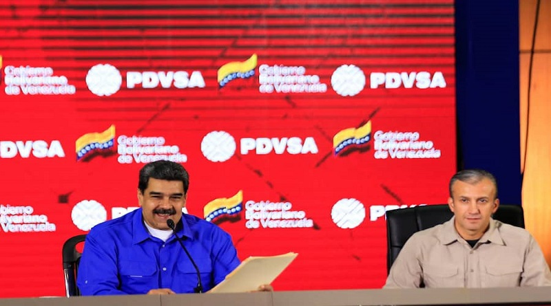 President Nicolas Maduro (L) unveils the new presidential commission for the oil sector, to be led by Economy Vice President Tareck El Aissami (R). (VTV)