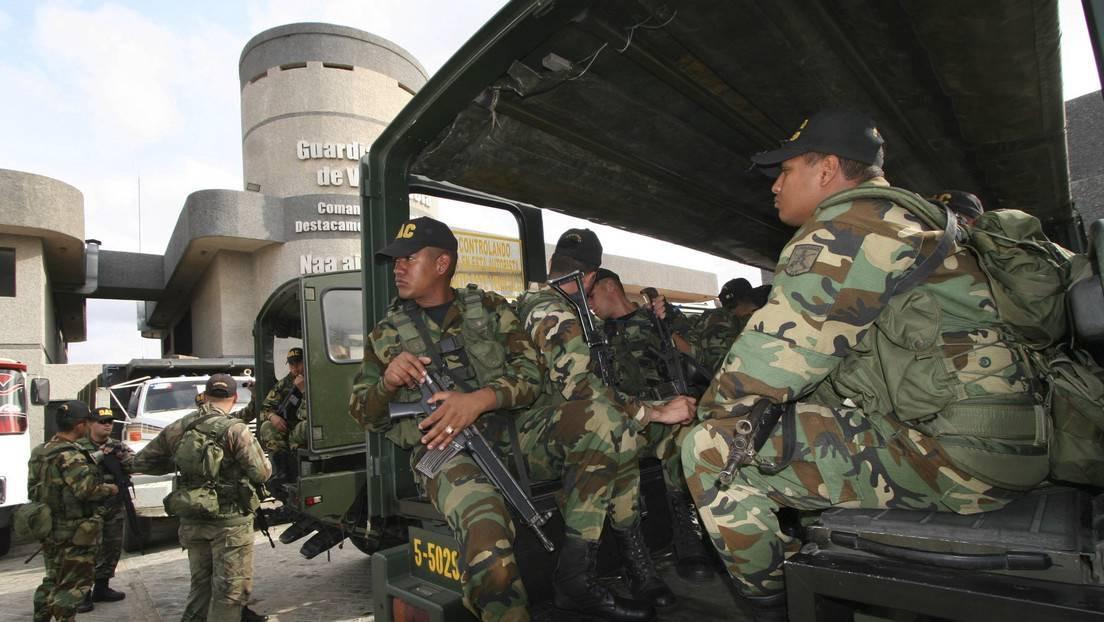 Clashes along the border have left several Venezuelan soldiers wounded. (Pablo González / Reuters)