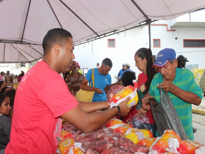 The CLAP structures have also been used to sell other products, such as meat or cleaning supplies, at subsidised prices. (VTV)