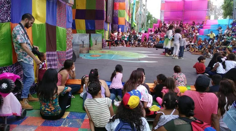 A number of children's activities were also held to bring culture to the new generation. Here, a circus group entertains children in a public square. (TeleSur)
