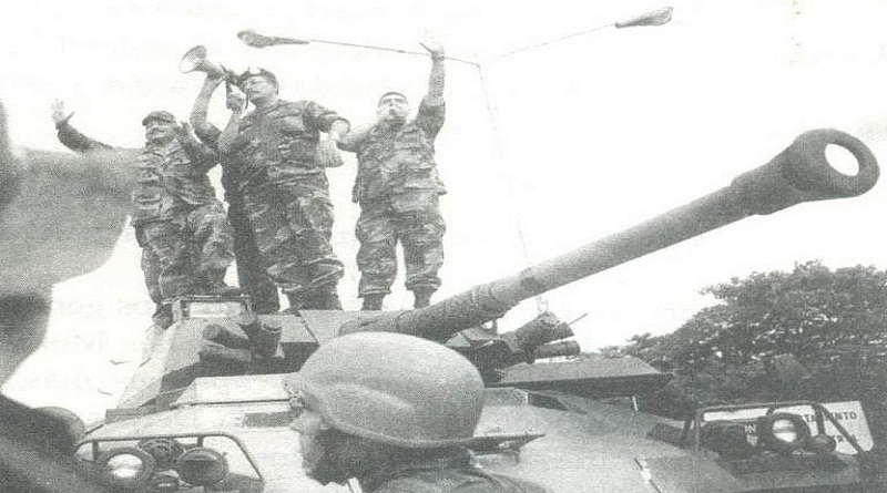 Jorge Luis García Carneiro (C) after having seized a tank during the overturning of the 2002 coup d'état, when he was one of the few generals who remained loyal to President Chávez. (VTV)
