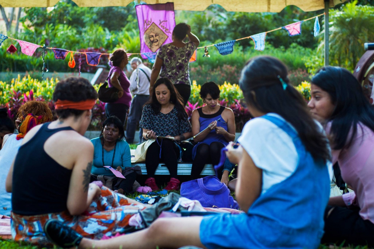Members of different feminist collectives held meetings ahead of March 8 to weave unity, literally and figuratively. (Ketsy Medina Sifontes)