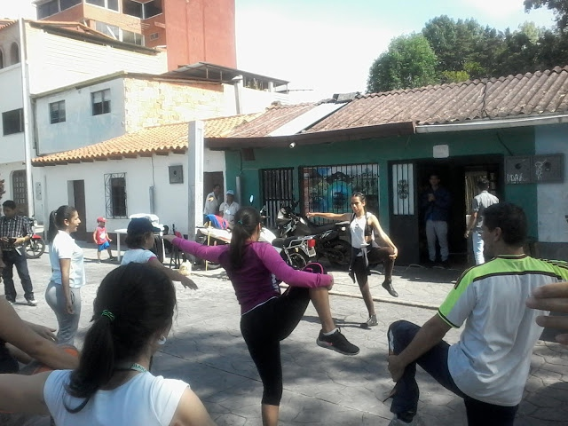 Venezuelans enjoy a dance exercise program organised by their communal council in Las Heroinas sector of Merida City, as life continues despite the attempted coup (Prefectura de Zea)