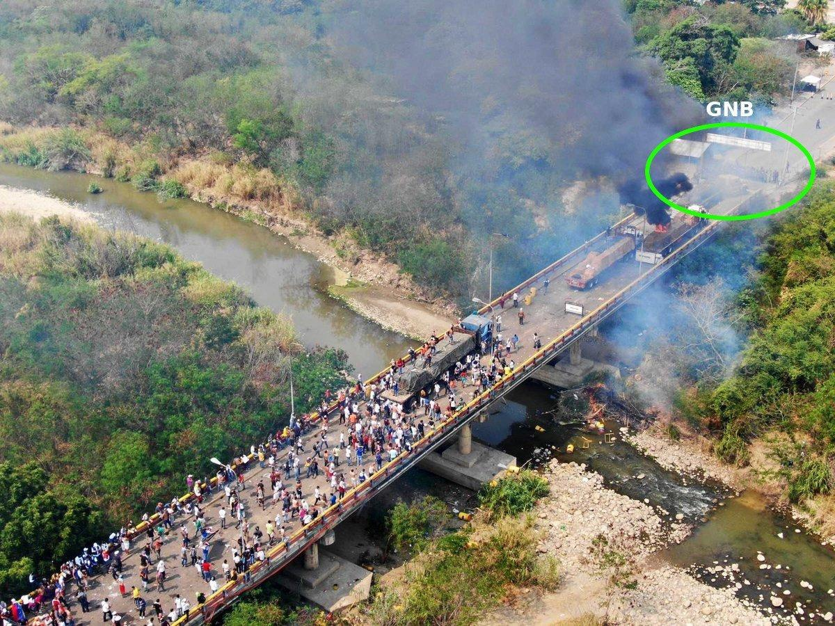 "From a different angle and timesnap, one can clearly see the burning truck carrying ""aid"" on the bridge, some distance away from the Bolivarian National Guard outpost. (@lubrio / Twitter)"