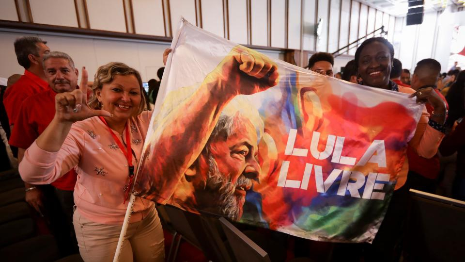 """""""Free Lula"""" the banner reads. (EFE)"""