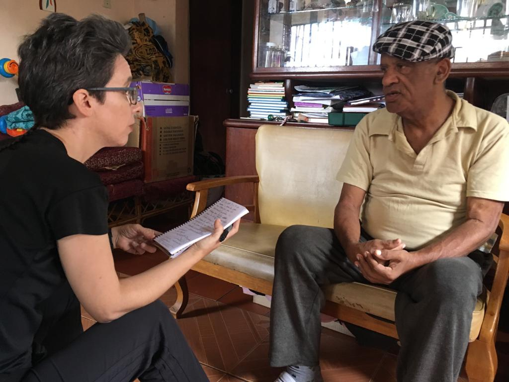 Cira Pascual Marquina interviews Edgar Perez in his home in La Vega, Caracas. (Venezuelanalysis)