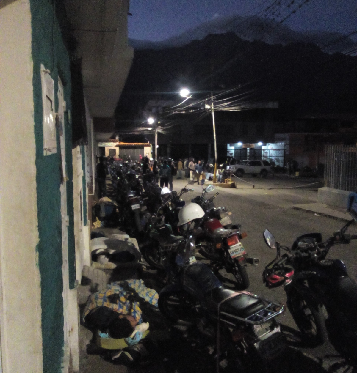 Motorbike users set up camp in La Hoyada sector of the city of Mérida, waiting for the tanker to arrive the following day. (Paul Dobson)