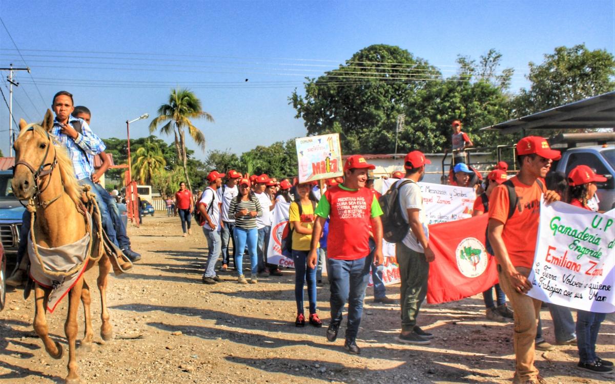 Anniversary of El Maizal Commune: Horseback riders