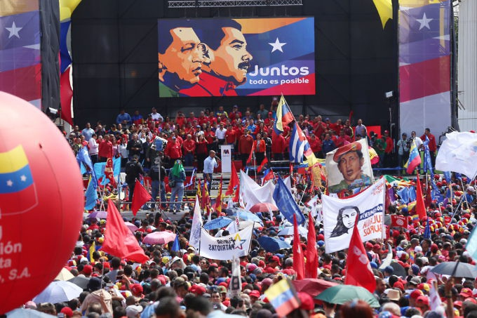 With a large stage, Maduro was keen to stress his roots back to ex-President Hugo Chavez. (Gregorio Terán/AVN)