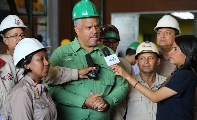 The Minister of People's Power for Ecological Mining Development, Víctor Hugo Cano, speaks to the media. (TeleSur)