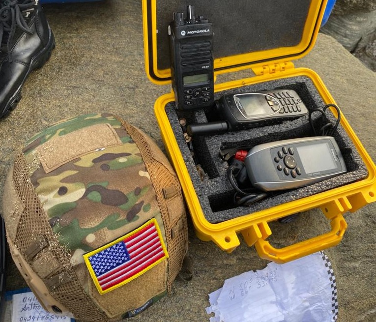 A helmet and two satelital phones seized during Operation Gedeon. (Ciudad VLC)