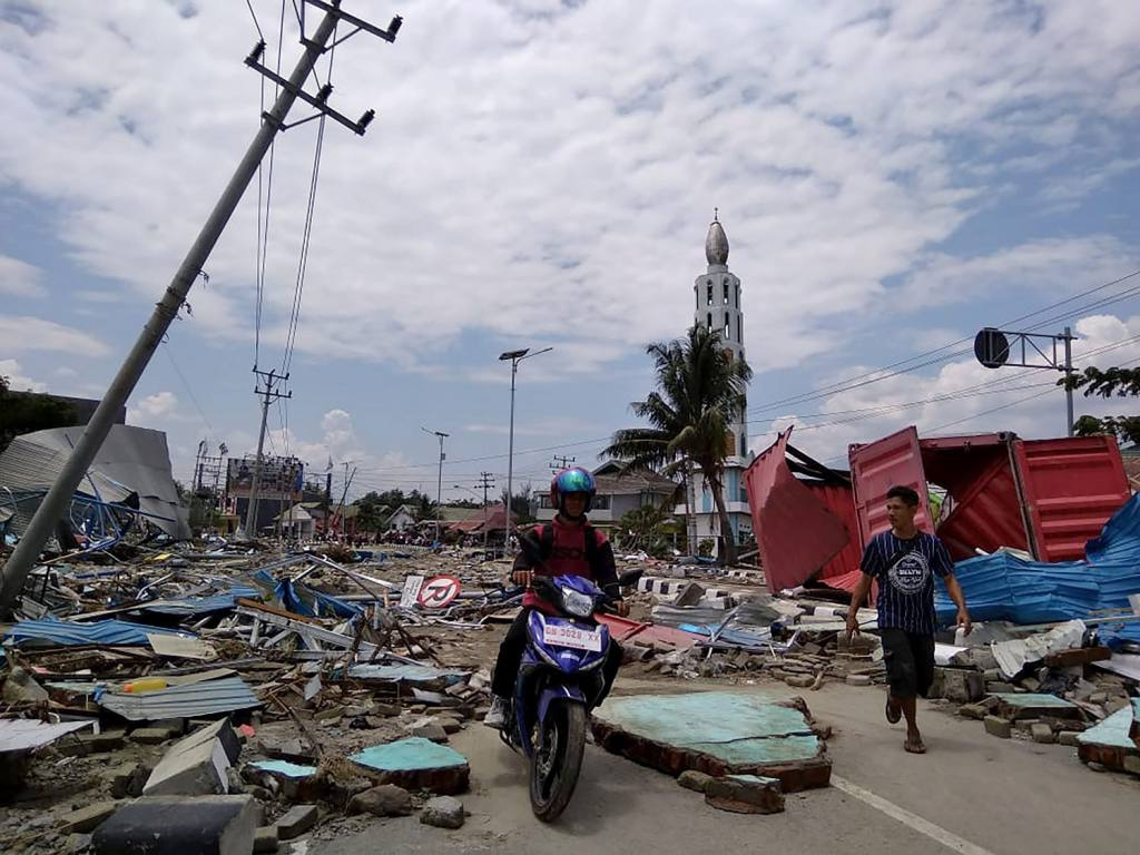 The earthquake and tsunami in Indonesia has caused more than 1000 deaths (Archives)