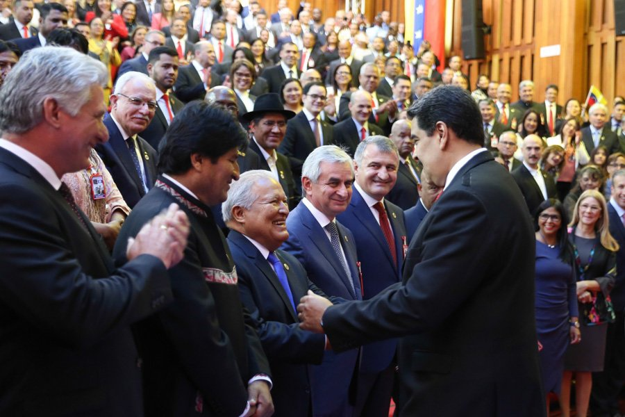 Maduro greets foreign guests ahead of his inauguration. (Presidential Press)