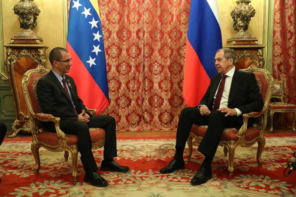 Venezuelan Foreign Minister Jorge Arreaza meets his Russian counterpart, Sergei Lavrov, in Moscow. (Twitter/CancilleriaVE)