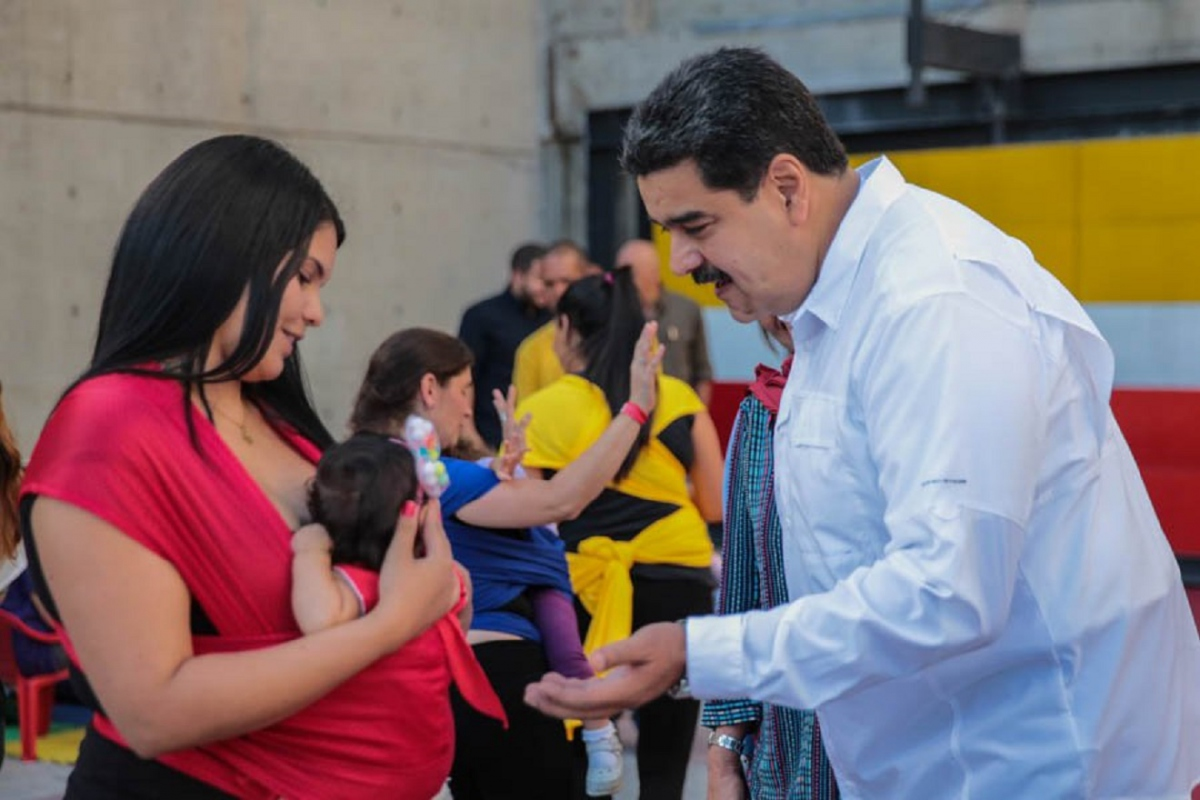 Maduro proposes to widen the reach of the Humanised Childbirth Program (Prensa Miraflores)