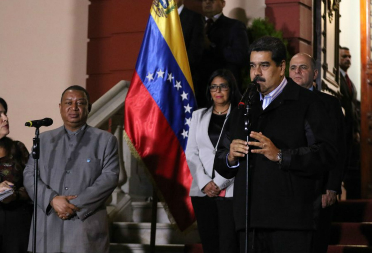 Venezuelan President Nicolas Maduro (R) alongside OPEC Secretary-General Mohammed Barkindo (L) with Venezuelan Vice-President Delcy Rodriguez and Oil Minister Manuel Quevedo behind. (Presidential Press)