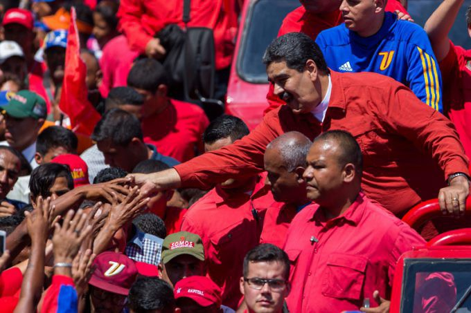 Maduro greeted his supporters with smiles and handshakes. (Presidential Press)