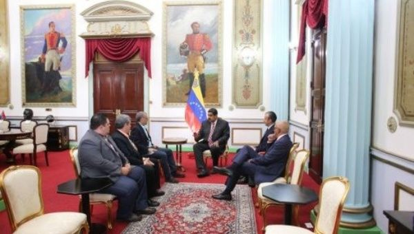 The Venezuelan leader held a meeting with the president of Copei Pedro Pablo Fernández. (PresidenciaVen)