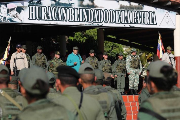 Maduro addressing soldiers in Fort Paramacay on Sunday. (AVN)