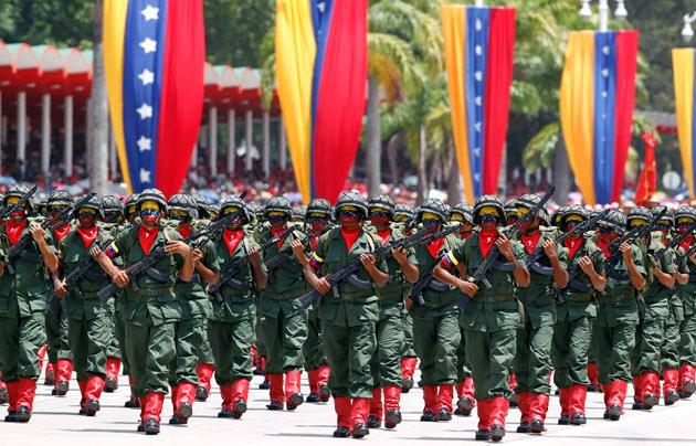 The Venezuelan military has close links to civil groups (Jose Miguel Gomez / Reuters)