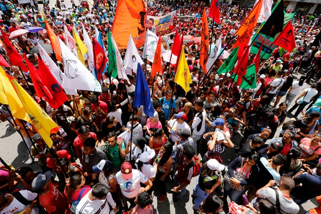 A colourful array of flags accompanied the march, including those of the United Socialist Party, the Communist Party, and a range of other organisations. (AVN)