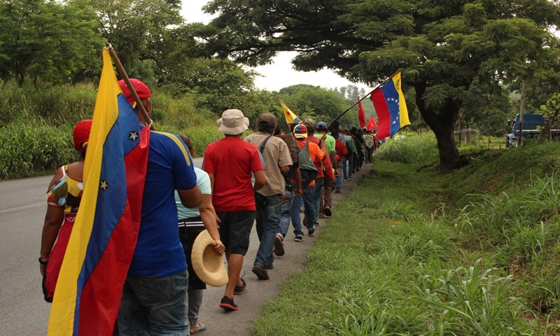 The Admirable Campesino March on its way to Caracas, to make their voices heard