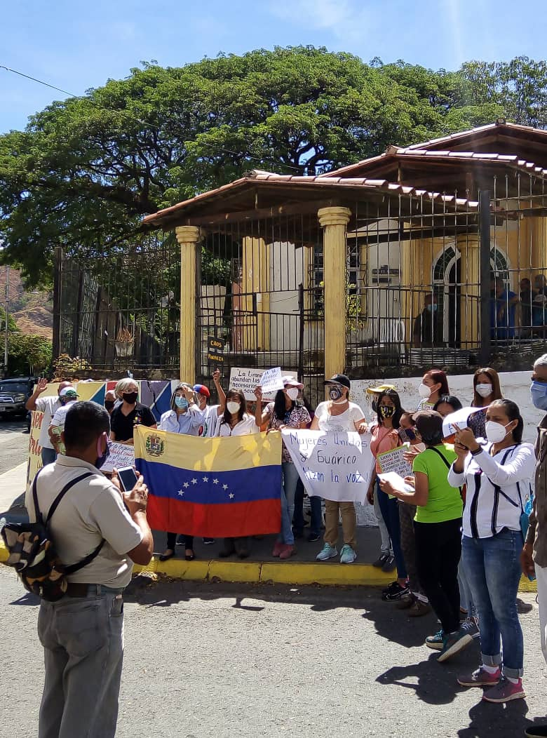 Likewise, women from the rural region of Guarico took to the streets to mark the day. (@mariamarcelav / Twitter)