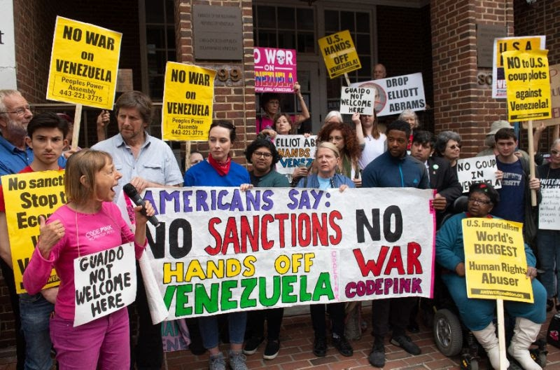 The solidarity action against the US-led coup attempt in Venezuela caused a global stir, as well as amassing crowds both in favor and opposition to the activists outside the embassy building itself. (Code Pink)