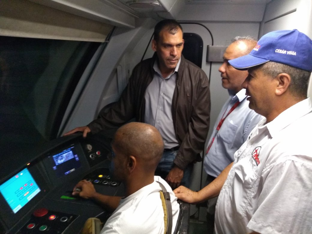 Transport Minister Hipolito Abreu oversaw tests of the Caracas metro (@metro_caracas)