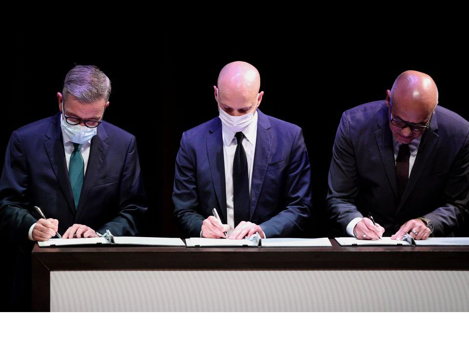 Gerardo Blyde, head of the opposition delegation, Dag Nylander, Representative of Norway government and Jorge Rodríguez, President of the National Assembly of Venezuela, sign the Memorandum of Agreement in Mexico City, Mexico August 13, 2021. (Edgard Garrido / Reuters)
