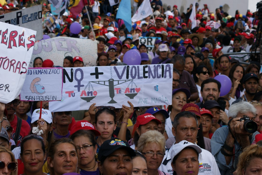 Venezuelans from across the country took to the streets of Caracas against femicide. (@minmujer)