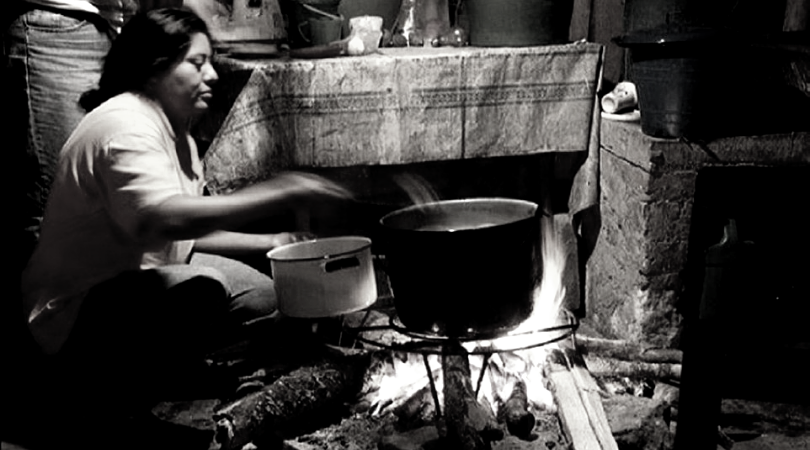 Cooking with wood has become common in much of Venezuela in recent months. (Archive)
