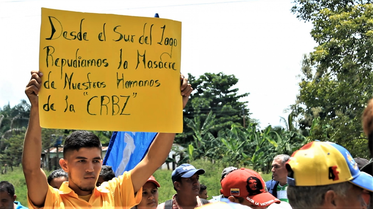 "Farmers from Sur de Lago region in Zulia and Merída express their solidarity with CRBZ and the victims of the ""massacre"".  (Katrina Kozarek / Venezuelanalysis.com)"