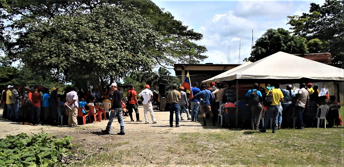 "Approximately 200 people arrived in Barinas to pay tribute to the ""martyrs of Ticoporo"""