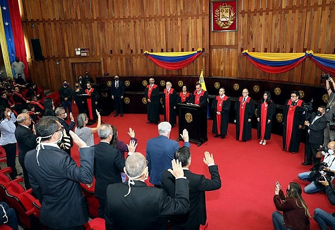 The CNE's new rectors were sworn in by the Supreme Court on Friday. (TSJ)